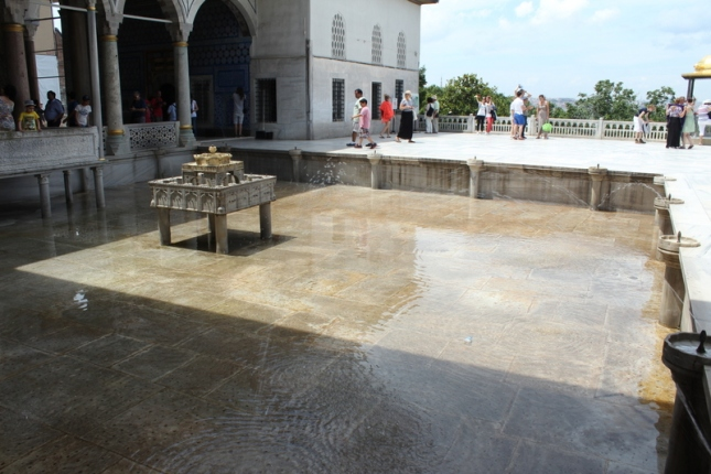 The upper terrace with the fountain